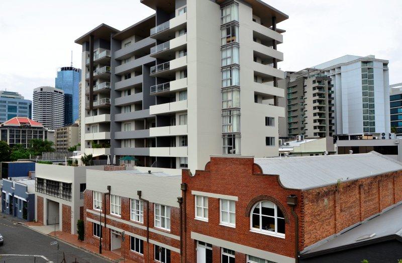... Frisco Apartments, Brisbane CBD ...